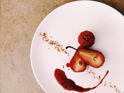 груша в красном вине