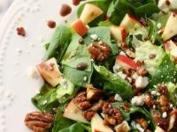 Весенний салат с бальзамической глазурью