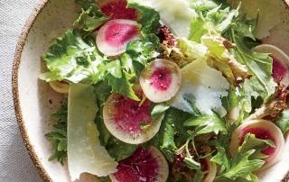 Салат с редиской и пармезаном